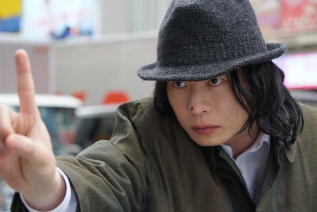 Huluオリジナル『死神さん』クセモノ刑事・儀藤堅忍(ぎどう・けんにん)を演じる田中圭 (C)Huluの画像