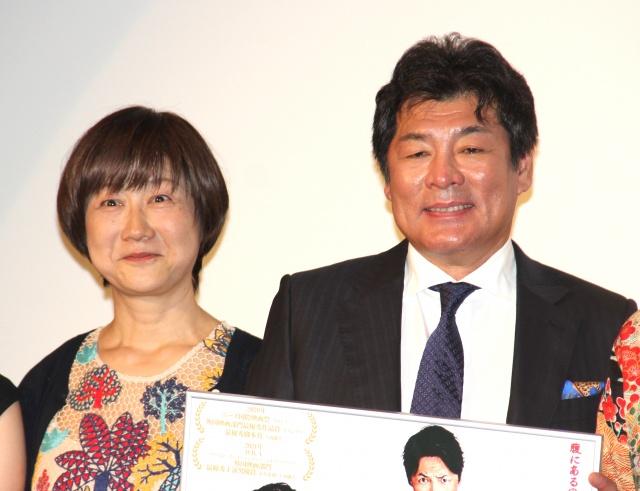 映画『ねばぎば 新世界』初日舞台あいさつに登場した赤井佳子さん、赤井英和 (C)ORICON NewS inc.の画像