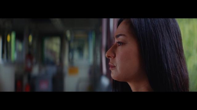 女優・尾野真千子がASKA約2年ぶりのシングル「笑って歩こうよ」MVに出演の画像