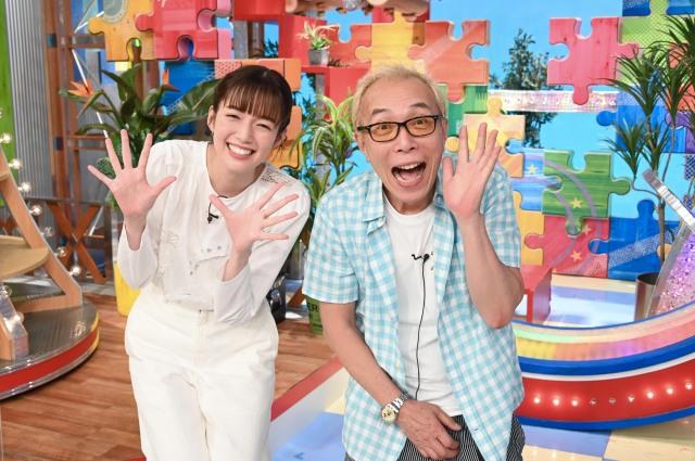 『1億人の大質問!?笑ってコラえて!』に出演する佐藤栞里、所ジョージ (C)日本テレビの画像
