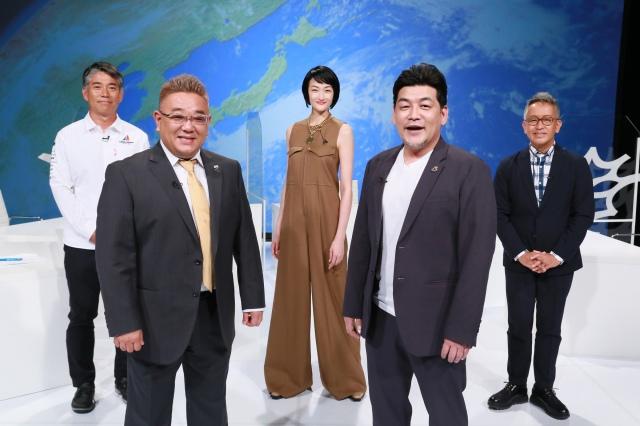 17日放送の『ミライクリエイター』に出演する(前列左から)伊達みきお、富澤たけし(後列左から)宮本亜門、冨永愛、白石康次郎 (C)テレビ朝日の画像
