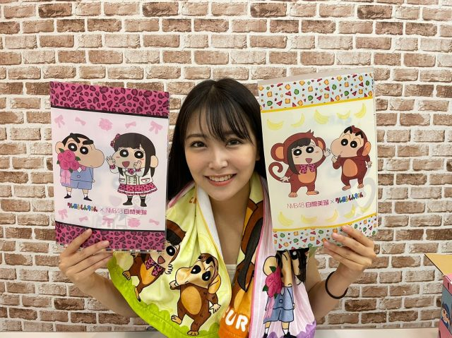 『クレヨンしんちゃん』コラボグッズを手に笑顔の白間美瑠(C)臼井儀人/双葉社・シンエイ・テレビ朝日・ ADK  (C)NMB48の画像