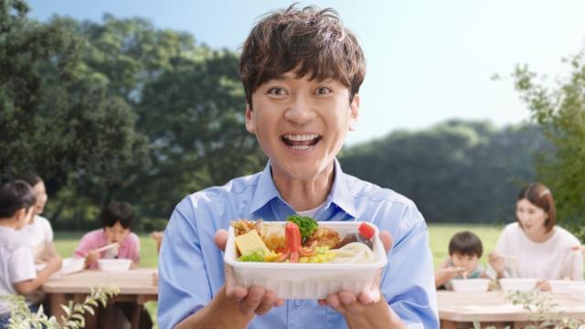 丸亀製麺 新TVCM『笑顔篇』に出演する国分太一の画像