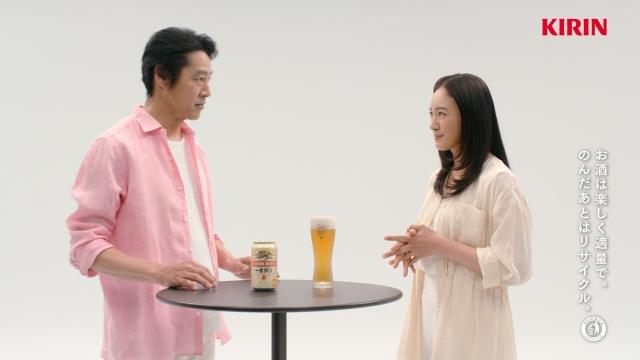 『キリン一番搾り生ビール』の新CMに出演する堤真一、仲間由紀恵の画像