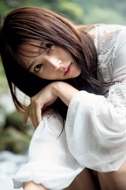 白間美瑠 NMB48卒業記念写真集『REBORN』(ヨシモトブックス)より 撮影/ND CHOWの画像