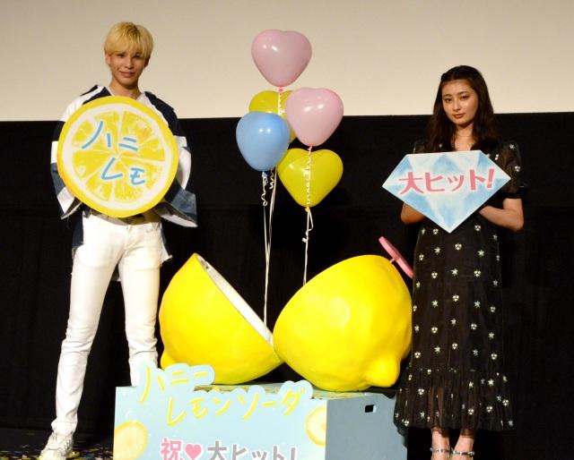 映画ハッシュタグを考案した(左から)ラウール、吉川愛 (C)ORICON NewS inc.の画像