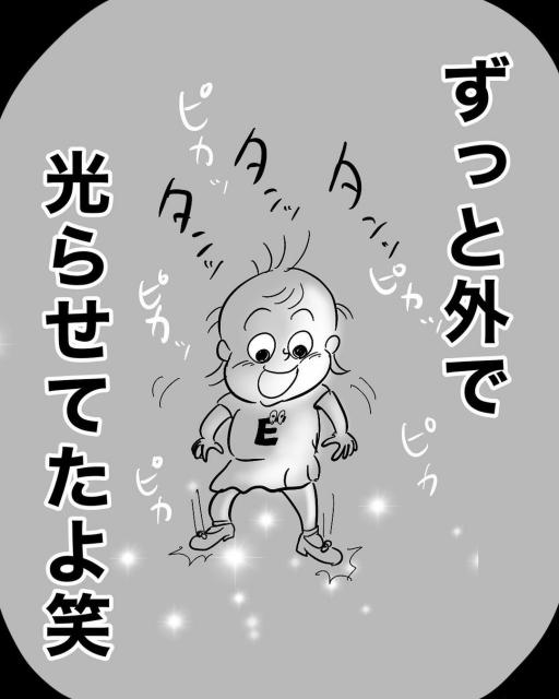 念願の光る靴を買ってもらった2歳のえみりちゃん(画像提供:月光もりあ)の画像