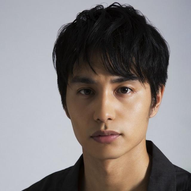 NHK土曜ドラマ『風の向こうへ駆け抜けろ』に出演する中村蒼の画像