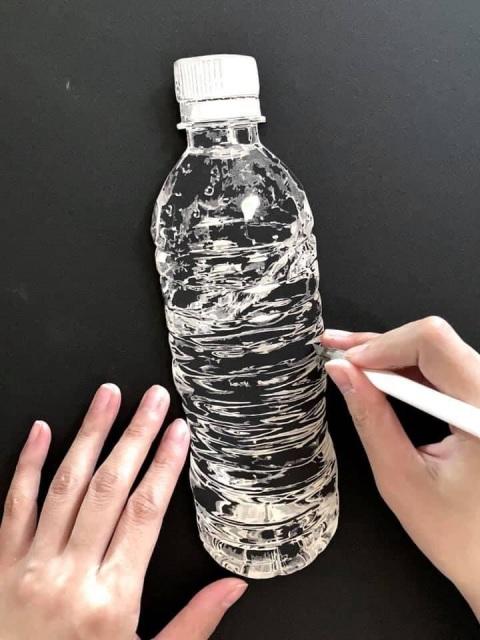 1枚の紙を切って作られたペットボトル 画像提供:SouMaさんの画像