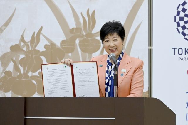 『東京都とロサンゼルス市の交流・協力に関わる合意書締結式』に出席した小池百合子東京都知事の画像