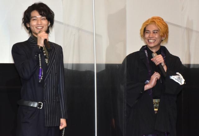 砂川脩弥(左)のイジりに照れ笑う中川大輔(C)ORICON NewS inc.の画像