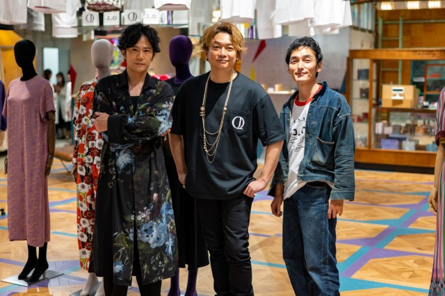 「JANTJE_ONTEMBAAR」丸の内新店舗開店日に来店した(左から)稲垣吾郎、香取慎吾、草なぎ剛の画像