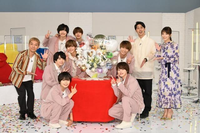 テレビ朝日系バラエティー『まだアプデしてないの?』でなにわ男子のデビューをお祝い (C)テレビ朝日の画像