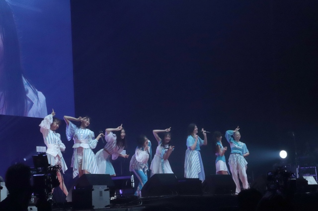 私立恵比寿中学の安本彩花(右)が323日ぶりにステージ復帰の画像