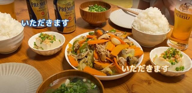"""マシマシの野菜炒めにご飯は""""アニメ盛り""""(画像提供:てりやきチャンネルさん)の画像"""