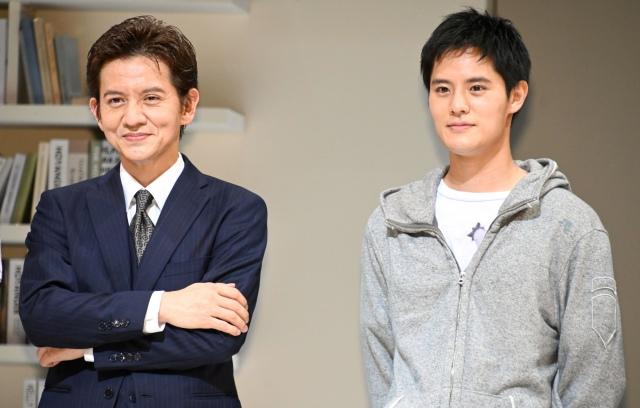 藤島メリーさんとの思い出を語った(左から)岡本健一、岡本圭人 (C)ORICON NewS inc.の画像