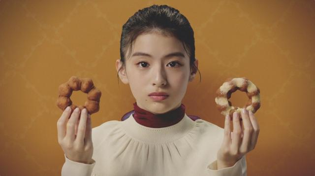 ミスタードーナツ・さついまいもドTVCM「甘みがじゅわる。蜜いもド」篇に出演している出口夏希の画像