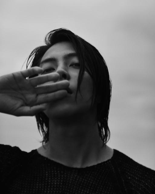 山下智久写真集『Circle』より先行カット(C)講談社の画像
