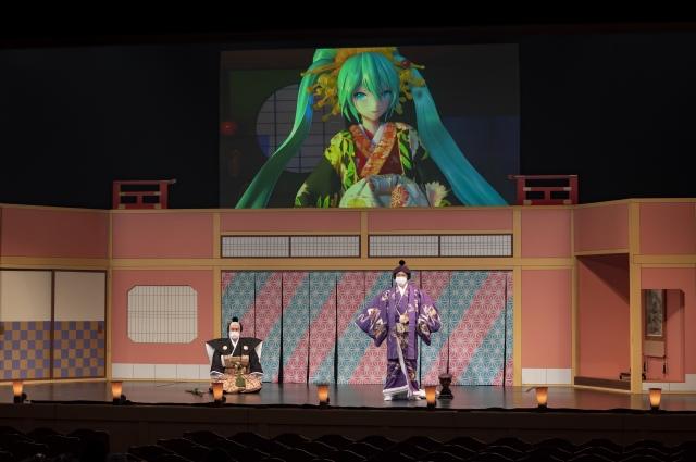 『御伽草紙戀姿絵』公開ゲネプロより(左から)初音ミク、中村獅童 (C)NTT・松竹P/(C)超歌舞伎の画像