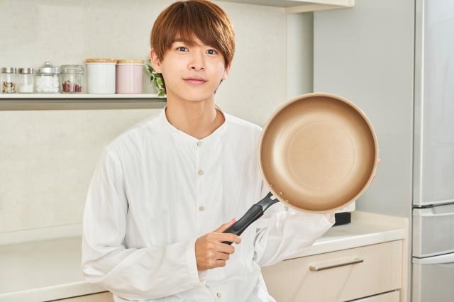 キッチンブランド『evercook』スペシャルアンバサダーに就任した小宮璃央の画像