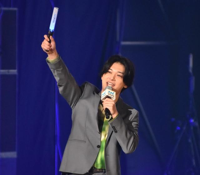 『第33回 マイナビ 東京ガールズコレクション 2021 AUTUMN/WINTER』に出演した吉沢亮 (C)ORICON NewS inc.の画像