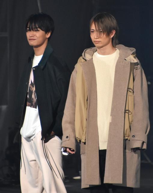 『第33回 マイナビ 東京ガールズコレクション 2021 AUTUMN/WINTER』に出演した(左から)井上想良、綱啓永 (C)ORICON NewS inc.の画像