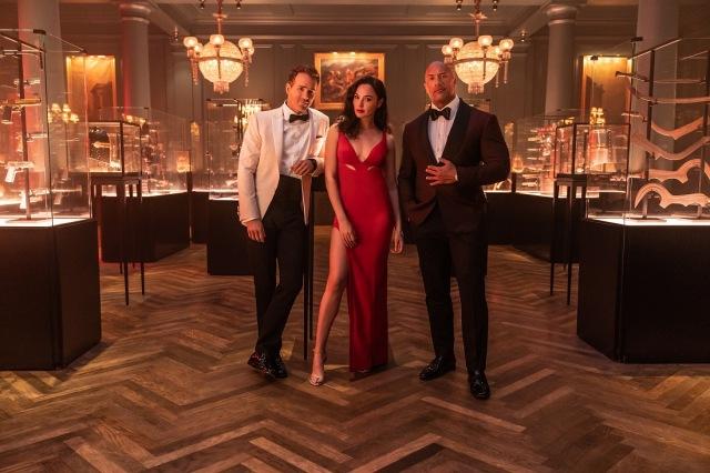 Netflix 映画『レッド・ノーティス』11月12日より独占配信開始(左から)ライアン・レイノルズ、ガル・ガドット、ドゥエイン・ジョンソンの画像
