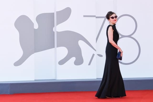 【写真1】「第78回ベネチア国際映画祭」レッドカーペットの王道ブラックドレス。写真はイタリア人女優ニコレッタ・ブラスキ(C) Stefano Guindani SGPの画像
