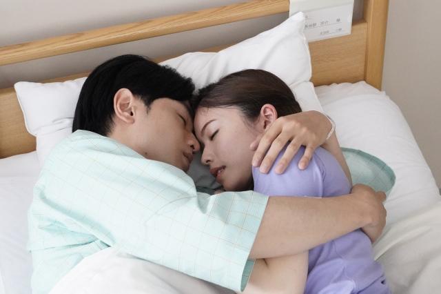 『彼女はキレイだった』第9話に出演する中島健人、小芝風花 (C)ktvの画像