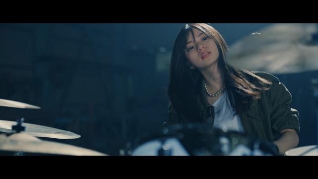 乃木坂46「泥だらけ」MVでドラムを叩き続けた齋藤飛鳥の画像