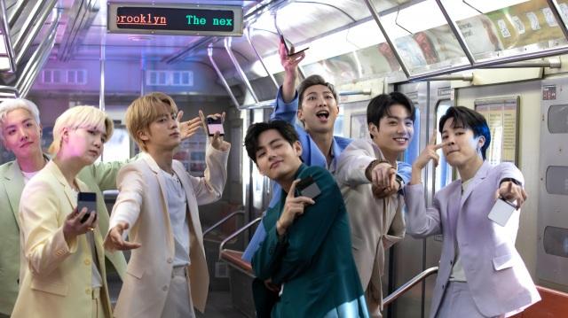 BTSが電車内で踊るGalaxyのWEBムービー『Galaxy x BTS:Unfold your Galaxy Z Flip35G』の画像
