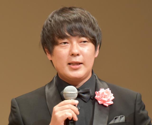 受賞の喜びを語ったウーマンラッシュアワー・村本大輔 (C)ORICON NewS inc.の画像