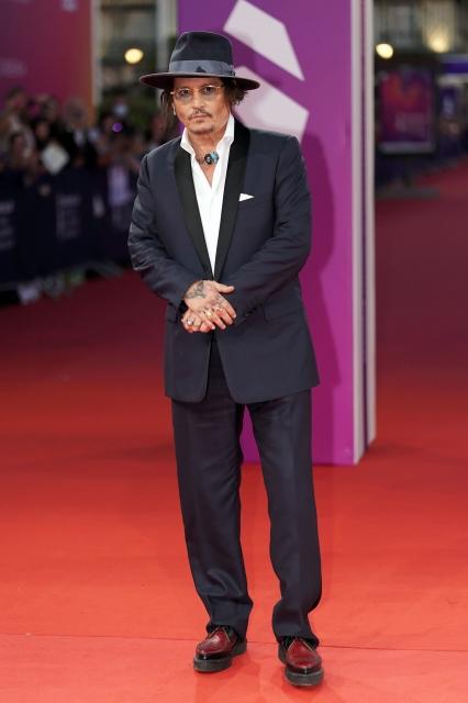 第47回ドーヴィル・アメリカ映画祭で映画『CITY OF LIES』のプレミアに登場したジョニー・デップ。タキシードとシャツはキム・ジョーンズによるディオールのメンズコレクション (C)Gettyの画像