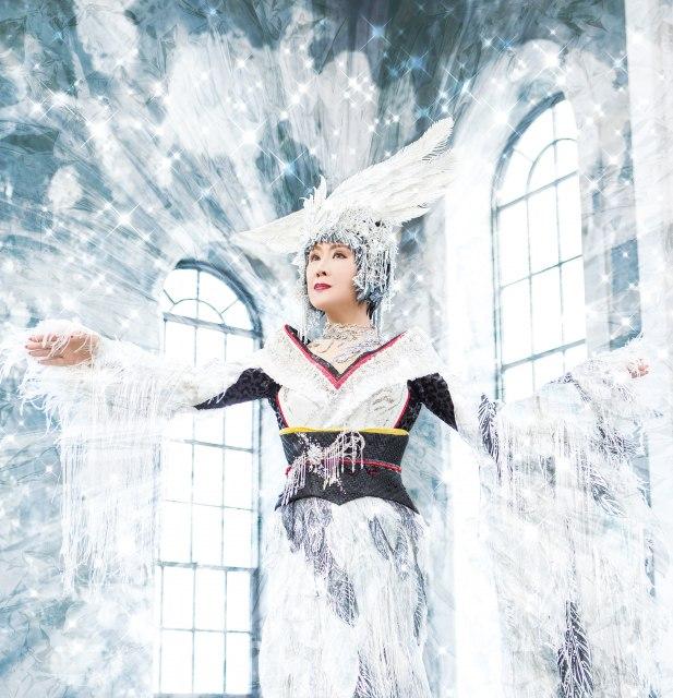 スペシャルラウンドガールに初挑戦する小林幸子の画像