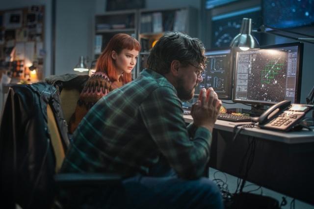 Netflix映画『ドント・ルック・アップ』(12月24日配信)ランドール・ミンディ博士(レオナルド・ディカプリオ)、教え子の大学院生ケイト(ジェニファー・ローレンス)の画像