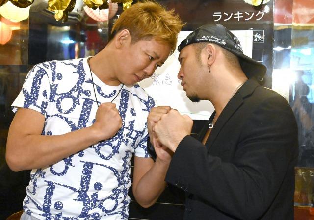 『素人格闘技大会 HATASHIAI(ハタシアイ)』参戦記者会見に出席した(左から)楽しんご、Mr.X (C)ORICON NewS inc.の画像
