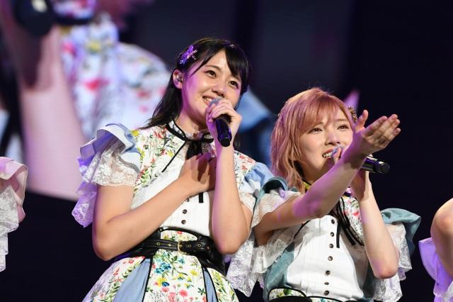 STU48 7thシングル「ヘタレたちよ」センターの瀧野由美子(左)と兼任解除となる岡田奈々(C)STUの画像