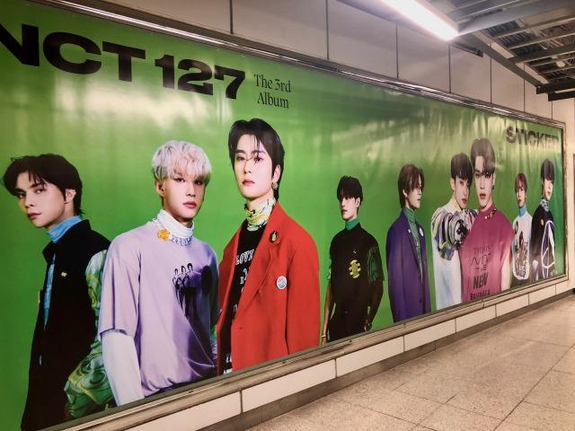 NCT 127 The 3rd Album『Sticker』特大ポスターが渋谷駅に登場の画像