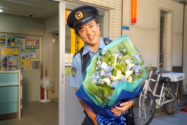 『ハコヅメ~たたかう!交番女子~』をクランクアップしたムロツヨシ(C)日本テレビの画像