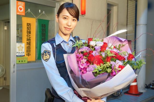 『ハコヅメ~たたかう!交番女子~』をクランクアップした戸田恵梨香(C)日本テレビの画像
