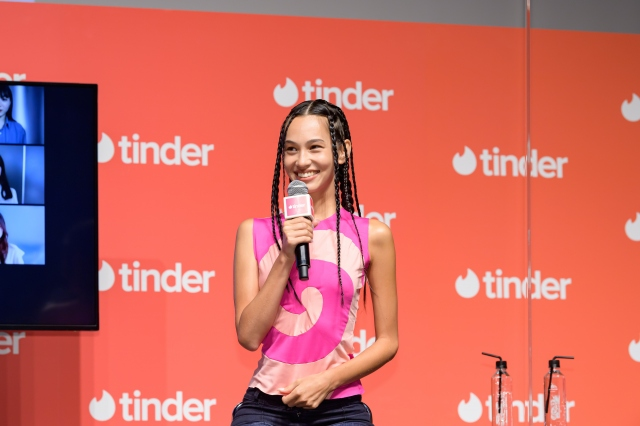『Tinderスペシャルトークイベントwith水原希子』に登壇した水原希子の画像