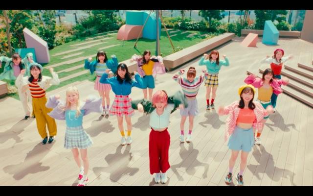 AKB48が出演するABCマートのWEB CM「ニューバランス327 Walking Dance篇」よりの画像