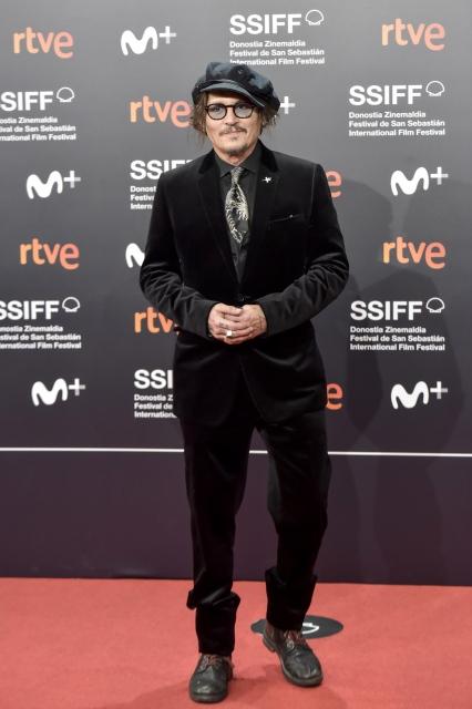第69回サンセバスチャン国際映画祭のジョニー・デップ。タキシードとシャツはキム・ジョーンズによるディオールのメンズコレクション (写真提供:クリスチャン ディオール)の画像