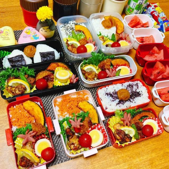おにぎりとご飯、家族の好みを意識して作られた7人分のお弁当(画像提供:miwaさん @pin_gre3030)の画像