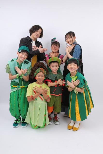 NHKのSDGs番組『ひろがれ!いろとりどり』のテーマソング「ツバメ」を担当するYOASOBI&ミドリーズ(C)NHKの画像