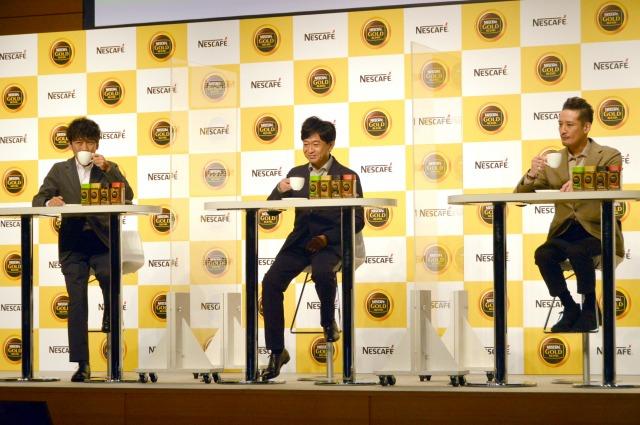 ゆったりコーヒータイムを楽しむTOKIO(左から)国分太一、城島茂、松岡昌宏 (C)ORICON NewS inc.の画像
