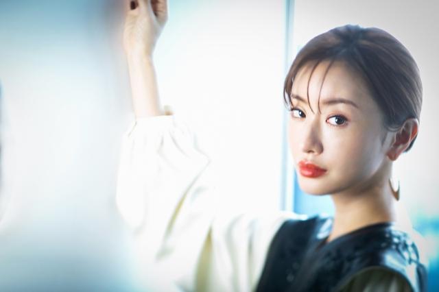 ABCテレビのドラマ『それでも愛を誓いますか?』に主演する松本まりかの画像