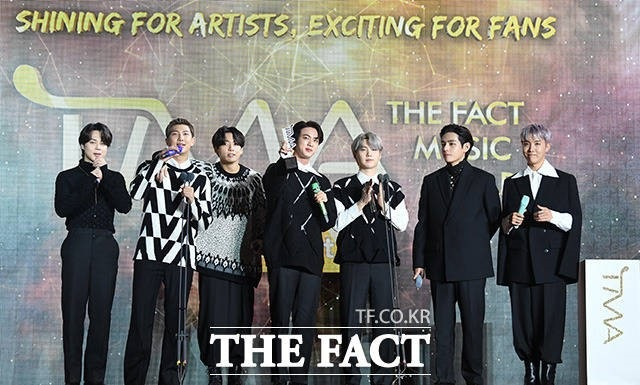 『2021 THE FACT MUSIC AWARDS』で5冠を達成したBTS(C)2021 THE FACT & FANN STAR All rights reserved.の画像
