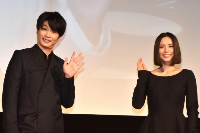 絶妙なやりとりを見せた(左から)田中圭、中谷美紀 (C)ORICON NewS inc.の画像