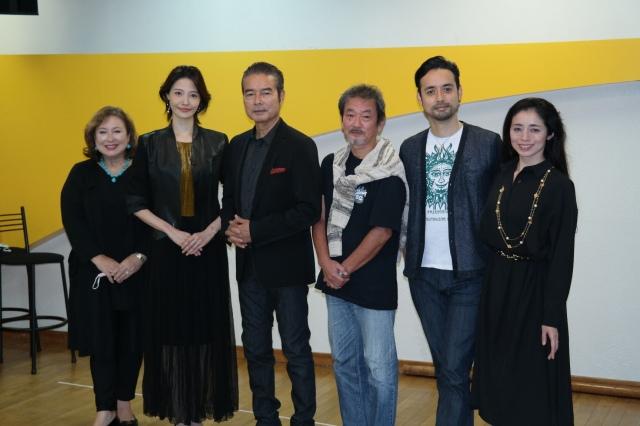 (左から)キャシー中島、十碧れいや、勝野洋、江藤潤、洋輔、勝野雅奈恵の画像